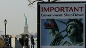 """美國政府關門,自由女神像""""謝客""""只可遠觀。(圖源:互聯網)"""