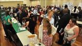 美國失業者在布倫特伍德招聘會上尋找就業機會。(示意圖源:Mercury News)