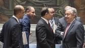 聯合國秘書長古特雷斯(右一)出席就中東局勢問題舉行的安理會會議。(圖源:聯合國)