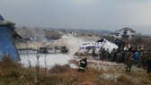 尼泊爾一客機降落時墜毀現場。(圖源:互聯網)