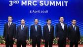 阮春福總理與各國領導合照。(圖源:統一)