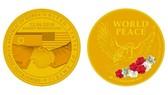 """新加坡推出的金色""""特金會""""紀念幣。(圖源:互聯網)"""