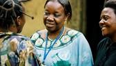 在剛果民主共和國,一名精神衛生工作者正在提供諮詢服務。(示意圖源:世衛組織)
