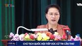 國會主席阮氏金銀回答芹苴市選民的詢問。(圖源:VTV視頻截圖)