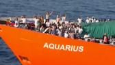 西班牙成歐洲最大難民登陸港。圖為「寶瓶號」救援船在6月17日抵西班牙港。(圖源:Youtube視頻截圖)