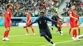 烏姆蒂蒂(藍衣)頭球破門,法國勝比利時進決賽。(圖源:互聯網)