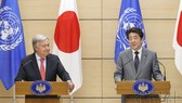 日本首相安倍晉三(右)8日在官邸與聯合國秘書長古特雷斯舉行會談。(圖源:共同社)