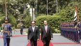 埃及總統塞西與國家主席陳大光檢閱儀仗隊。(圖源:越通社)