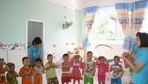 工人子女在平新郡寶元有限責任公司投建的小太陽幼兒園上課。