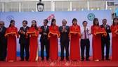 政府常務副總理張和平(中)出席越-日大水鑊體檢中心(HECI)落成剪綵儀式。(圖源:越通社)