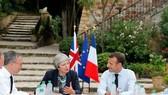 特雷莎·梅(左二)帶領英國脫歐之路不平坦。(圖源:VCG)