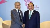 阮春福總理會見馬來西亞首相馬哈迪。(圖源:VGP)