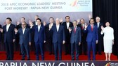 政府總理阮春福(後排右二)與亞太經合組織領導人合影。(圖源:越通社)