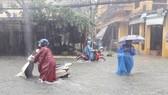 會安市多條街道嚴重受淹。(圖源:杜萬)