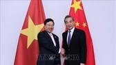 范平明副總理會見中國外長王毅。(圖源:越通社)