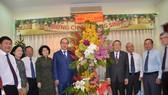 市領導探望越南基督教會駐南方總聯會並祝賀2018年聖誕節及2019年元旦。(圖源:TL)