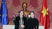 國會主席阮氏金銀(右)接見歐洲議會副主席海蒂‧毫托拉女士。(圖源:互聯網)