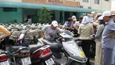 摩托車先聚集在西貢火車站,再向乘客交代。(圖源:T.T.D)
