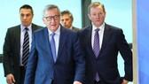 歐盟委員會主席容克(中)。(圖源:新華社)