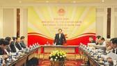 政府副總理王廷惠(中)主持會議並發表講話。(圖源:櫻桃)