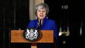 英國首相特蕾莎‧梅在首相府外發表聲明。(圖源:新華社)