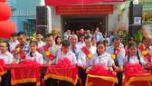 啟明華文中心新校舍落成剪綵。