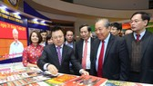政府常務副總理張和平參觀 盛會展覽。(圖源:越通社)