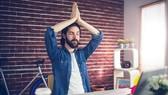 辦公室瑜伽有助緩解工作壓力。(示意圖源:互聯網)