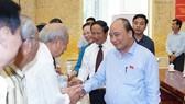 政府總理阮春福與選民接觸。(圖源:Chinhphu.vn)