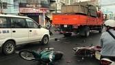Xe tải tông 8 xe máy, 10 người nguy kịch