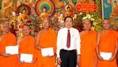 Ông Trần Thanh Mẫn chúc Tết đồng bào dân tộc Khmer tại Sóc Trăng. Ảnh: TUẤN QUANG