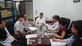 Sở Y tế TP Đà Nẵng họp chỉ đạo xử lý vụ 17 du khách bị ngộ độc thực phẩm     Ảnh: NGUYÊN KHÔI