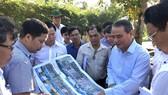 Bí thư Thành ủy Đà Nẵng kiểm tra đột xuất công trình mở lối xuống biển