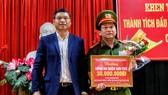 Phó Chủ tịch UBND TP Đà Nẵng Hồ Kỳ Minh khen thưởng đột xuất Công an quận Sơn Trà