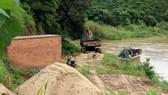 Một bãi tập kết cát trái phép trên địa bàn tỉnh Lâm Đồng. Ảnh: ĐOÀN KIÊN