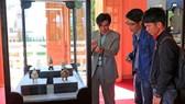 Lần đầu giới thiệu bộ hiện vật cung đình triều Nguyễn