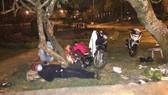 Du khách đốt củi ngủ giữa đêm lạnh Đà Lạt