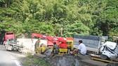Xe container đâm nát đầu xe tải, 2 tài xế bị thương