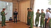 Công an tỉnh Lâm Đồng đọc lệnh khởi tố và bắt tạm giam 4 tháng đối với Hoàng Nam Đến