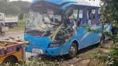 Xe ô tô chở 26 người đi du lịch Đà Lạt lao sang làn đường gây tai nạn