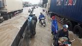 Nhiều nơi ở Khánh Hòa bị ngập sâu, đường huyết mạch tê liệt