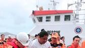 Cứu 4 thuyền viên Philippines bị tai nạn trên biển