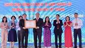 Thủ tướng Nguyễn Xuân Phúc vui mừng vì sự phát triển của Trường ĐH Nguyễn Tất Thành  
