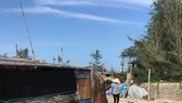 Hàng rào thép gai đã được gỡ bỏ