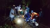 Lực lượng chức năng tổ chức tìm kiếm các nạn nhân gặp nạn trong đêm.