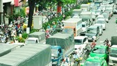 Traffic jam has regularly occurred in routes leading to Tan Son Nhat International Airport, HCMC (Photo: SGGP)