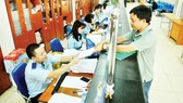 Customs officials solve export import documents for businesses at Cat Lai Seaport, HCMC (Photo: SGGP)