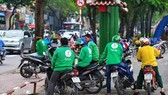 Vietnamese Grab bike riders wait for passengers in HCM City. (Photo: vietcetera.vn)