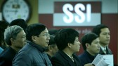 Photo shows investors during a trading session at Saigon Securities Inc's office in Hanoi (Photo: VNS)