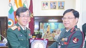 Director of the Vietnam Military Medical University  Lieut. Gen. Do Quyet (left) and Director General of the Armed Forces Medical Service of India Lieut. Gen. Bipin Puri (Photo: VNA)